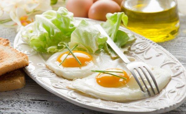 Яичница признана самым полезным завтраком