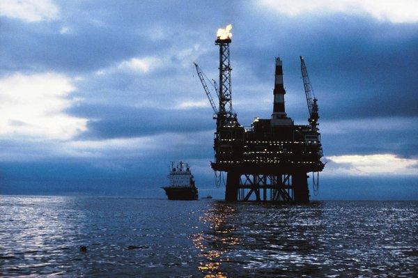 Нефть начала дешеветь после роста 17 мая