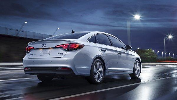 Hyundai показал рестайлинговый гибридный седан Sonata Hybrid