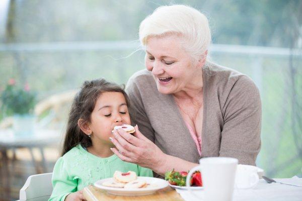 Ученые: Причиной детского ожирения являются бабушки
