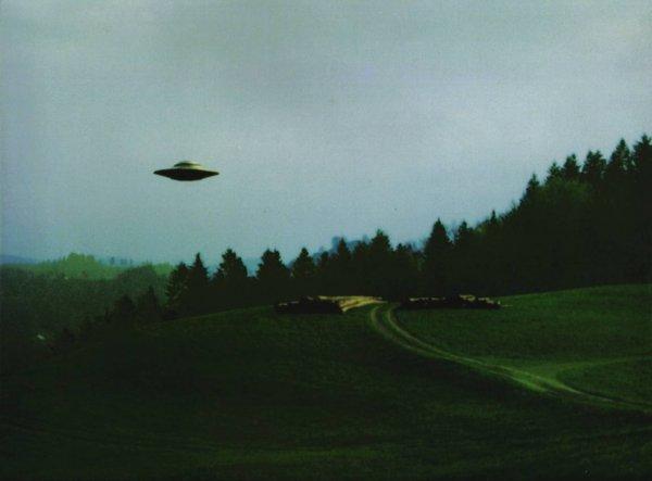 В США уфолог заметил в небе НЛО