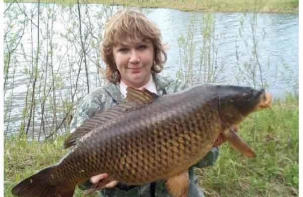 Жительница Новосибирска поймала сазана весом 11 кг
