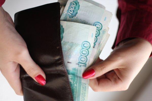 На Сахалине судебный пристав ограбила должника