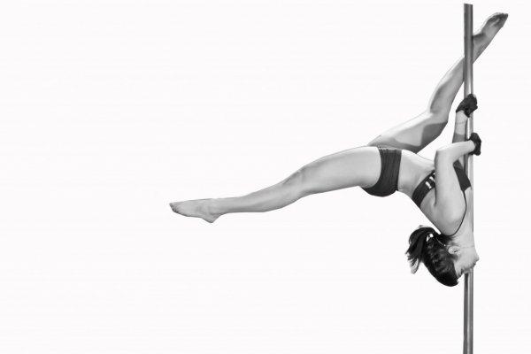 Специалисты назвали отличия между стриптизом на шесте и pole-dance