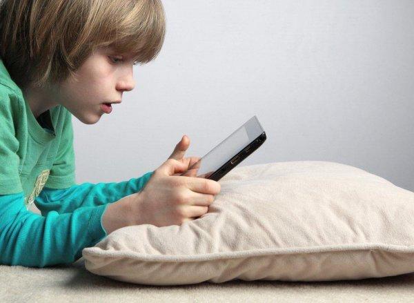 Ученые уверяют, что смартфоны пагубно влияют на развитие ребенка