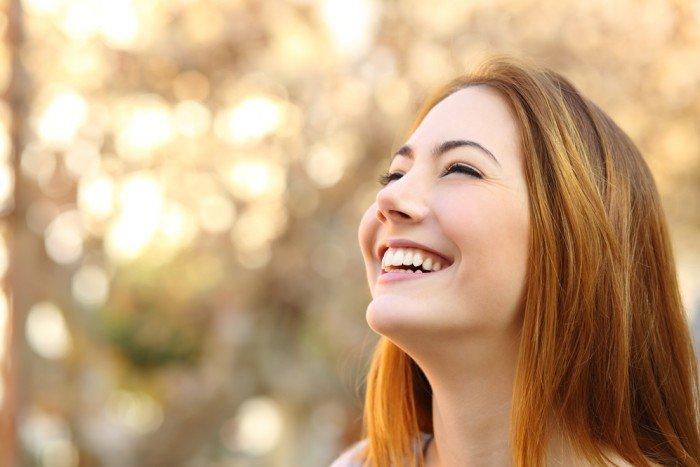 ВСоединенном Королевстве Великобритании женщина два раза сломала шею, когда смеялась ичихала