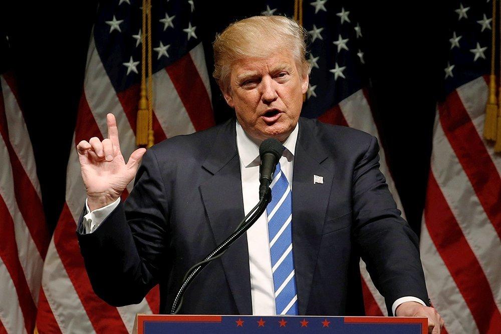 Трамп своим рукопожатием оставил вмятину наруке премьера Вьетнама
