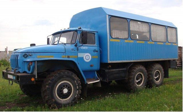 Вдевяноста километрах отОлекминска перевернулся «Урал» свахтовиками