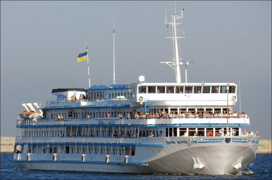 Украинский круизный лайнер направился в Российскую Федерацию назаконных основаниях