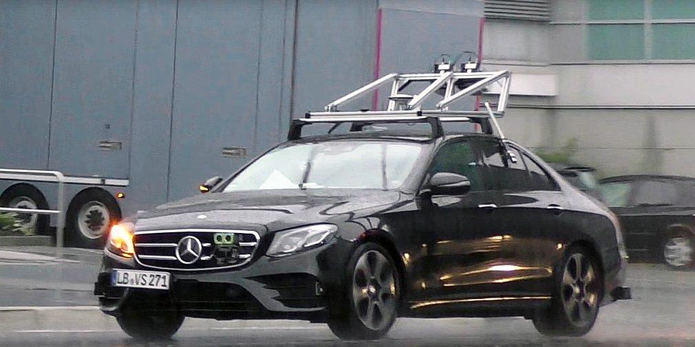 Автомобили Мерседес-Бенс станут автономными к 2020г.