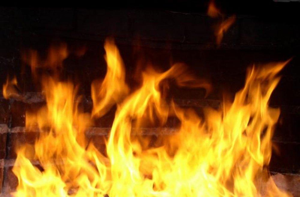 Престарелые люди прыгали изокна над горящей квартирой наГражданском