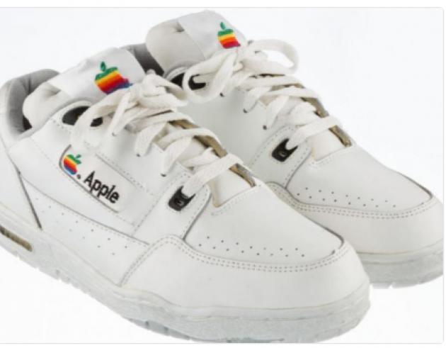 Нааукционе будут проданы уникальные кроссовки отApple