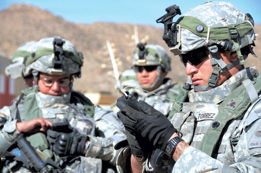 Пентагон хочет использовать вбоях тактические мобильные телефоны