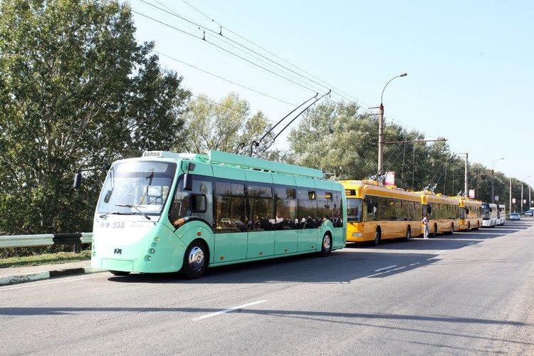 В столице России скончалась женщина, пытавшаяся руками остановить троллейбус