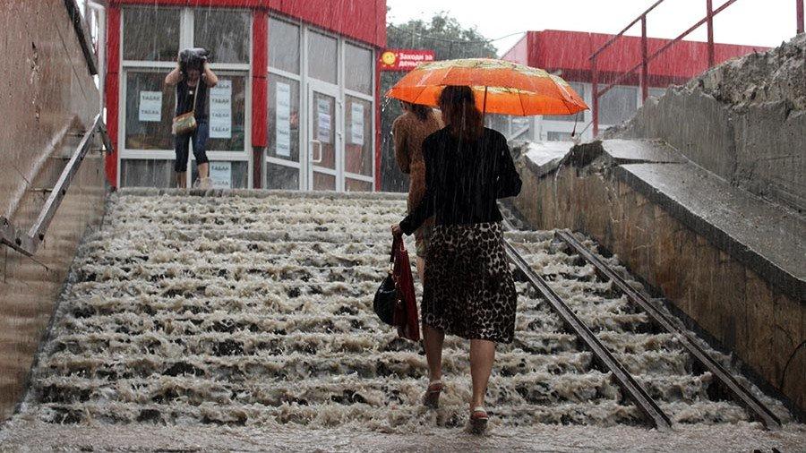 Непогода вКрыму: сильный ливень подтопил часть Симферополя