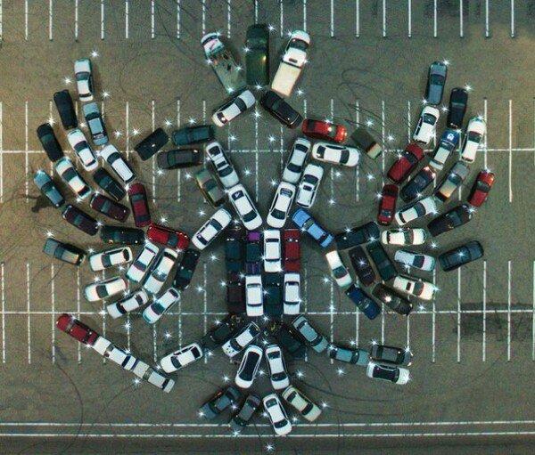 Владельцы автомобилей выстроили фигуру двуглавого орла из100 машин вВоронеже