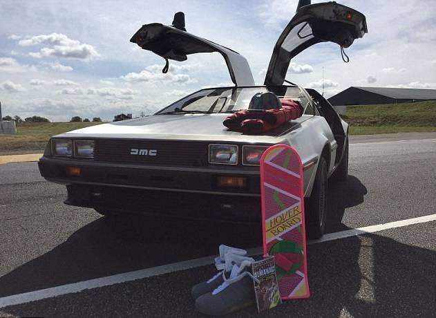 Автомобиль DeLorean из«Назад вбудущее» реализуют за2.5 млн рублей