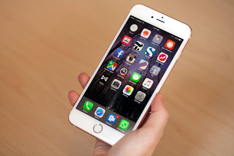 Очередной iPhone могут выпустить с опцией беспроводной зарядки