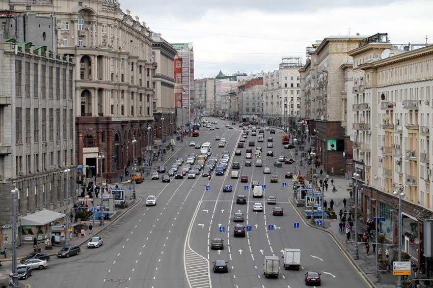 В российской столице наулице Маршала Голованова угонщик ранил ножом полицейского