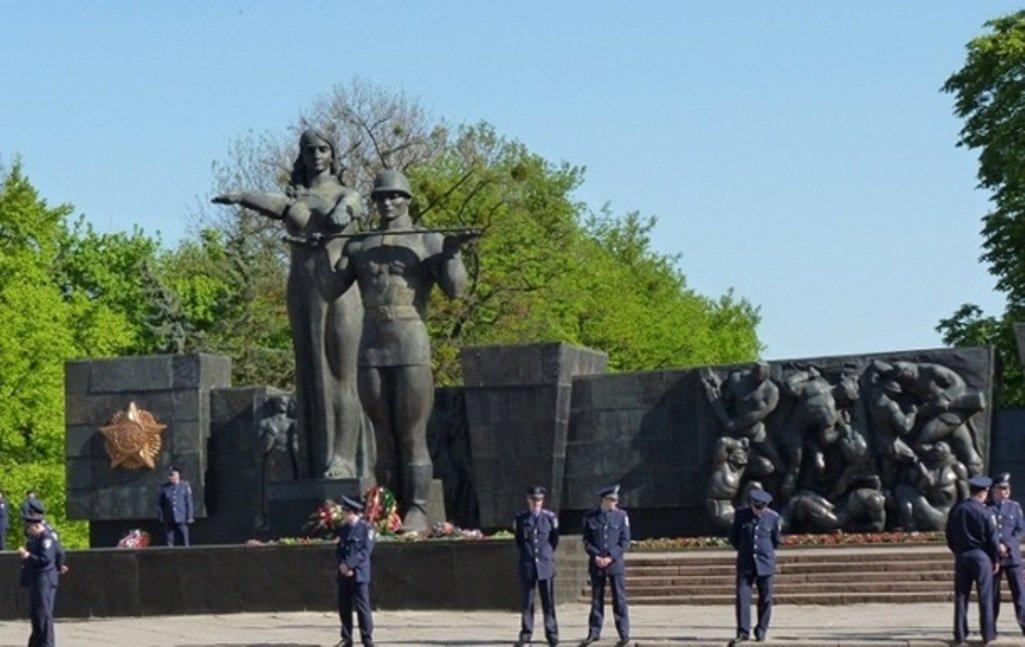 Монумент советским солдатам  воЛьвове хотят заменить памятником «героям АТО»