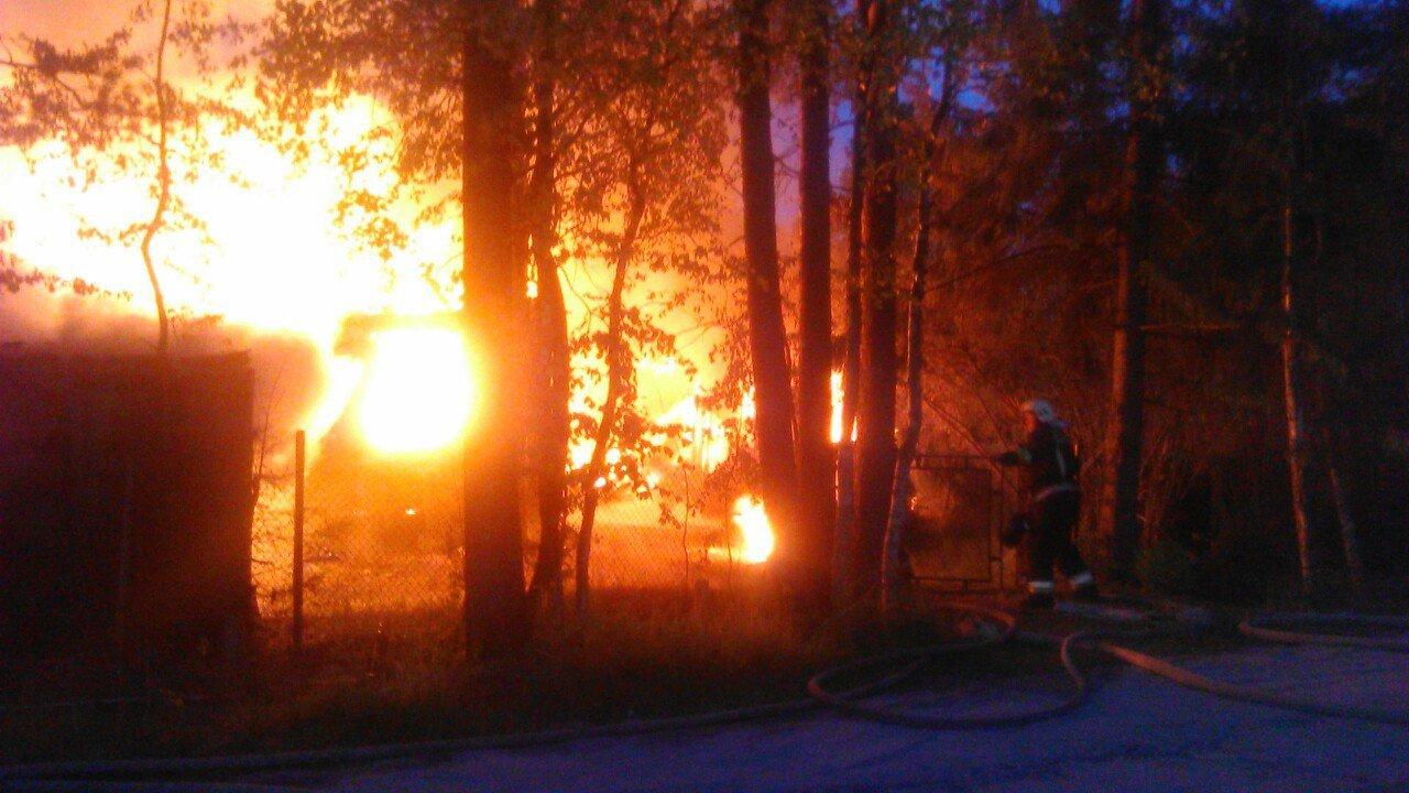 ВБелоострове огонь уничтожил дом, баню иавтомобиль