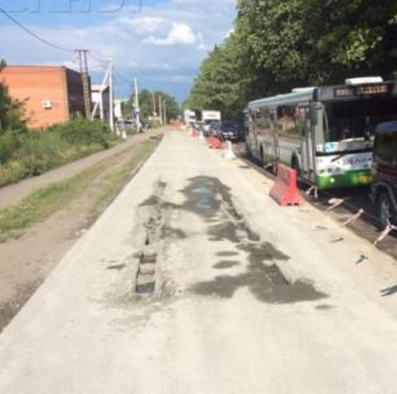 Шофёр «Тойоты» застрял вжидком бетоне наКаскадной вРостове