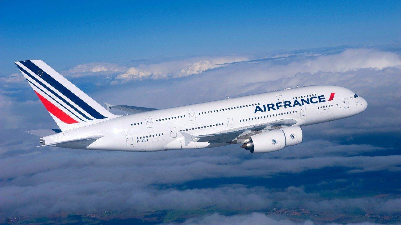 ВоФранции авиакомпания запретила надевать bluetooth-наушники вовремя полета