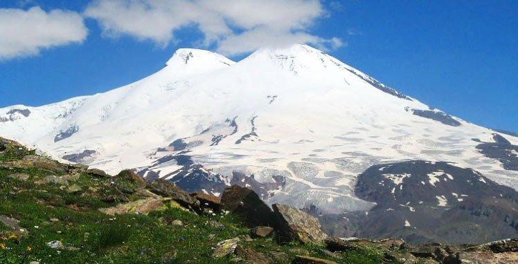 Cотрудники экстренных служб ищут наЭльбрусе альпиниста изсоедененных штатов