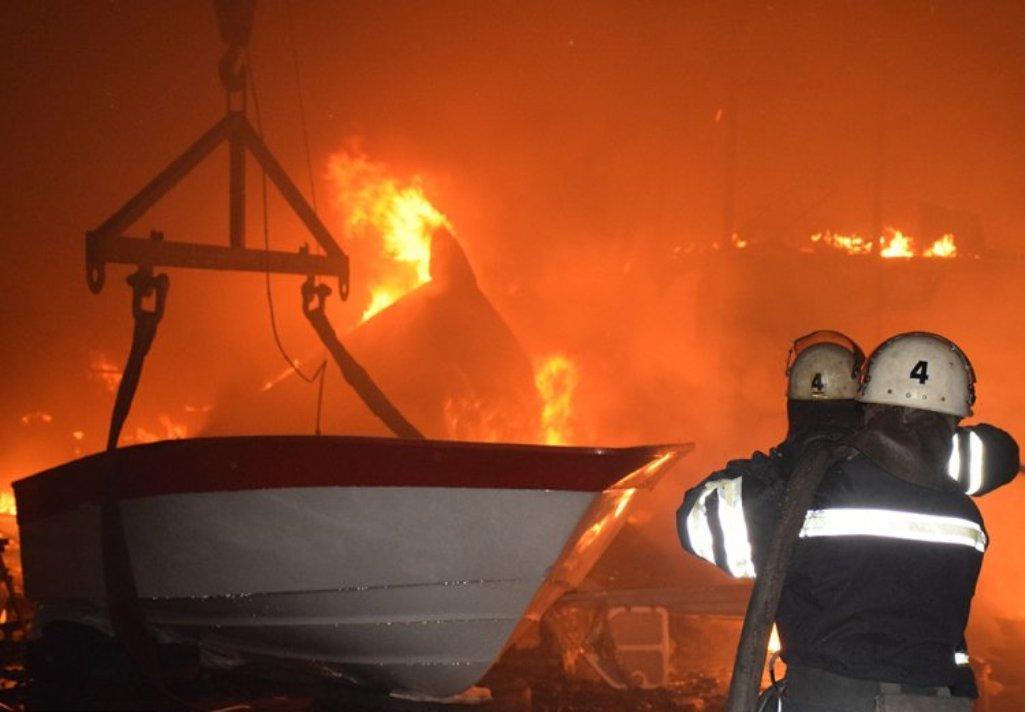 ВВятскополянском районе 20 человек тушили дом