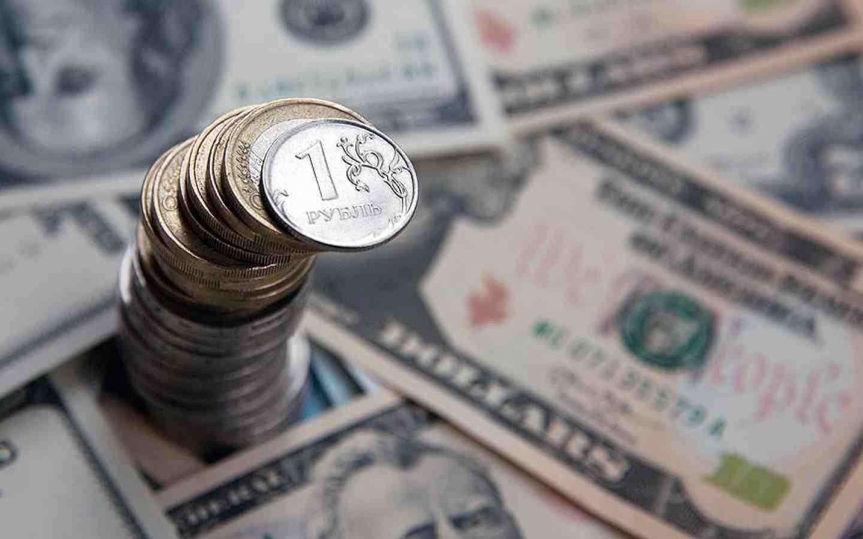 Доллар превысил психическую  отметку наторгах в столице России