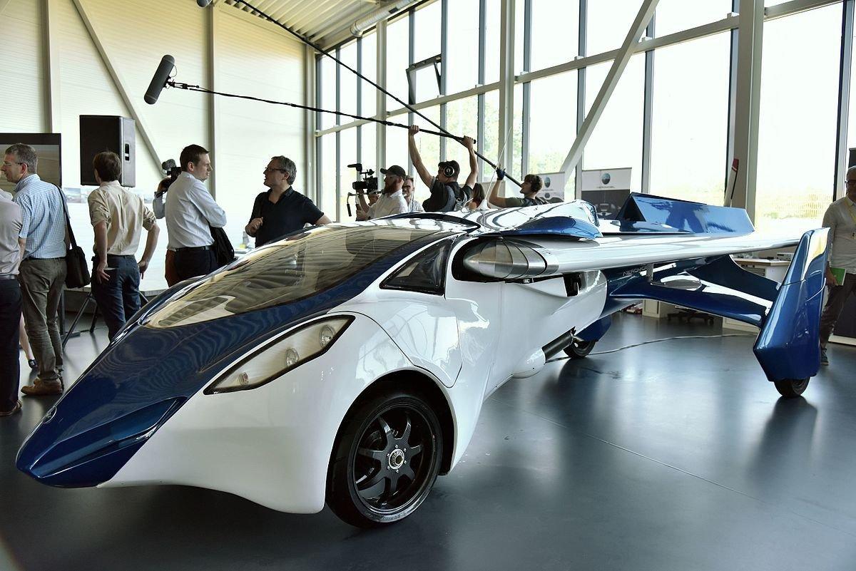Словаки показали встолице франции собственный летающий автомобиль