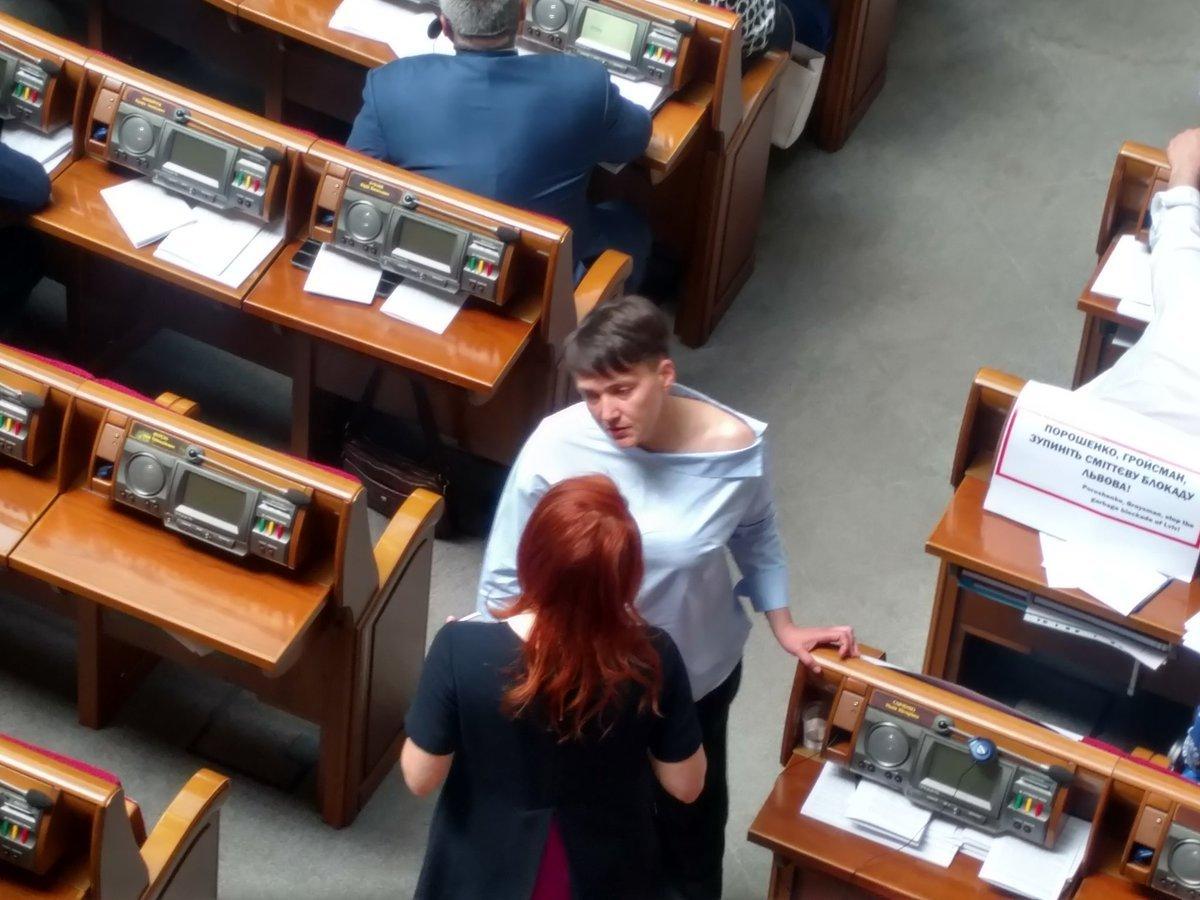 Сети «застукали» Савченко сприспущенной рубахой вВерховной раде