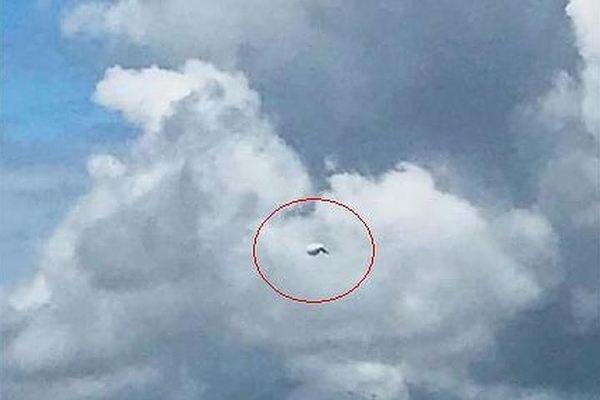 Над Санкт-Петербургом заметили огромный НЛО