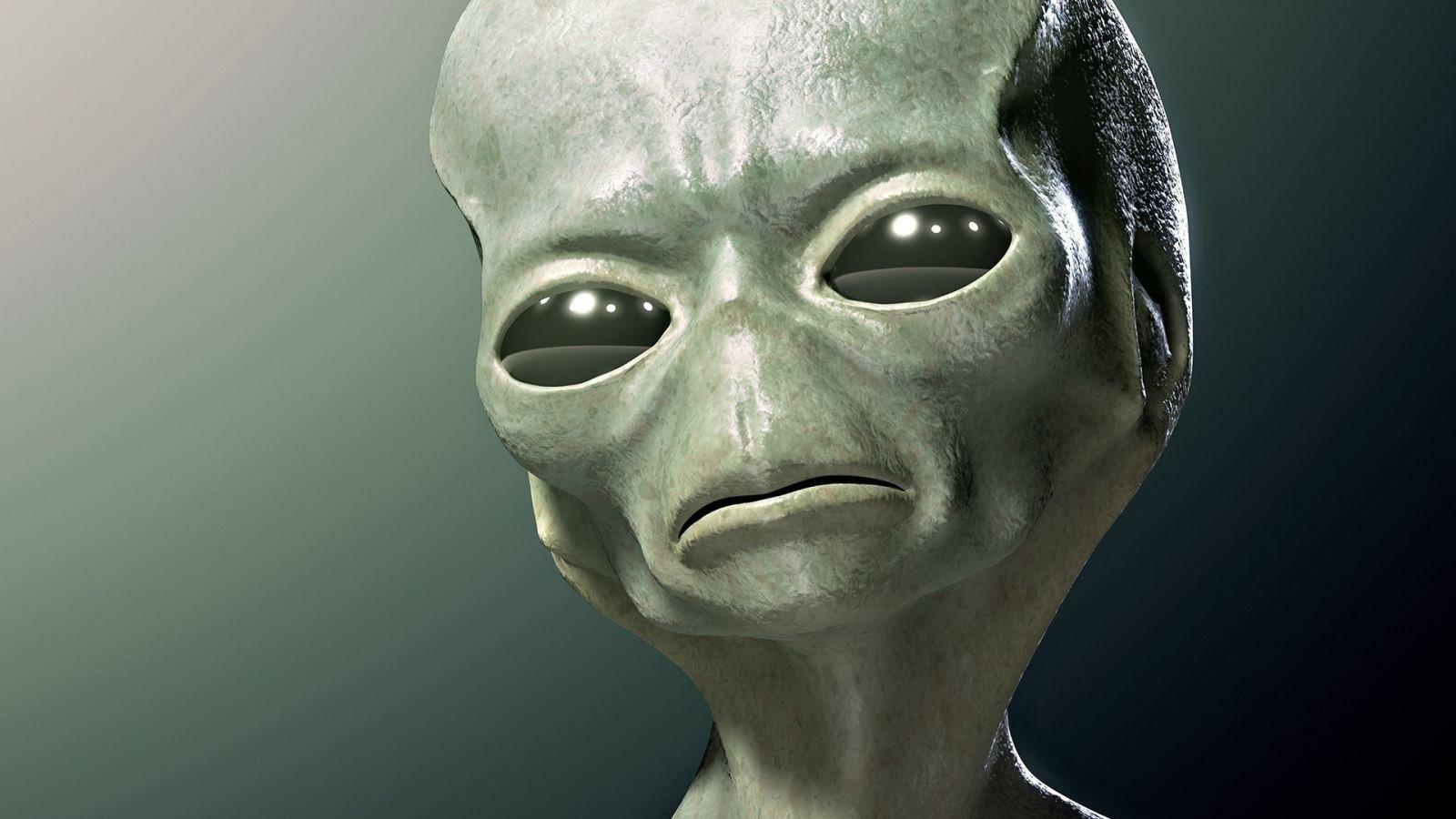 Инопланетянин занимается сексом с девушкой