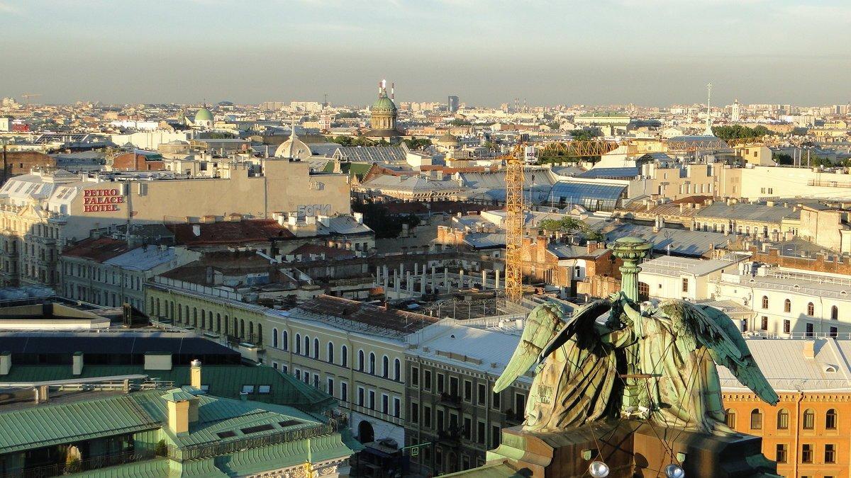 Прогуляться покрышам Северной столицы сейчас можно законно