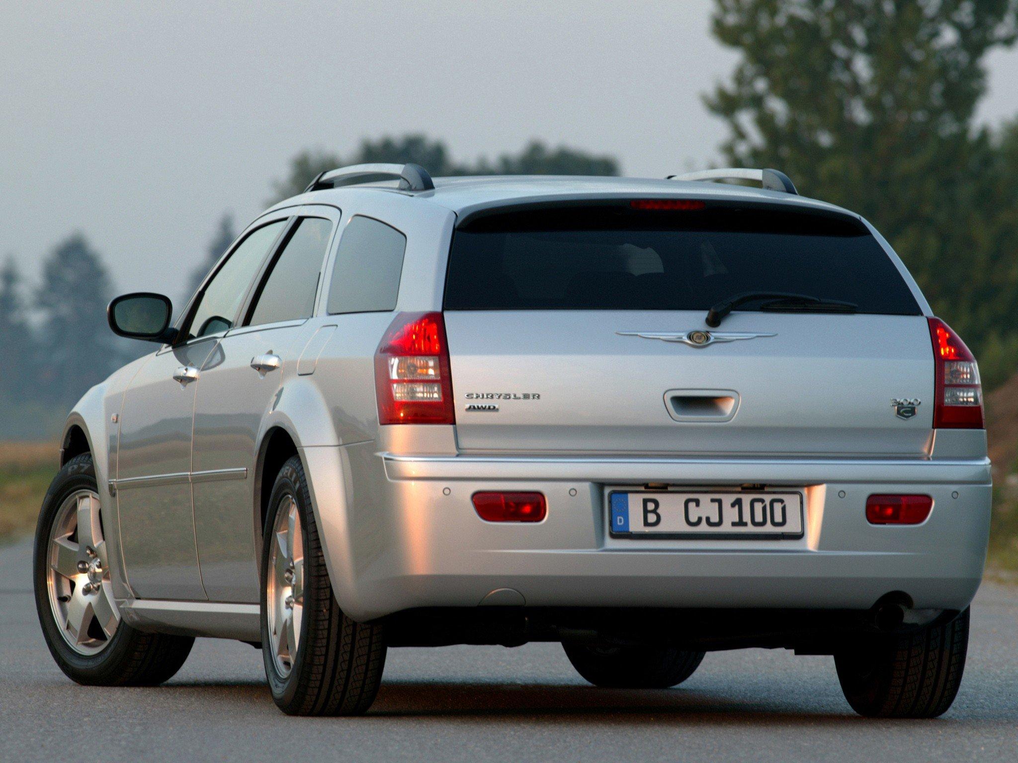 Вооруженные злоумышленники избили водителя Chrysler ипохитили семь млн. руб.