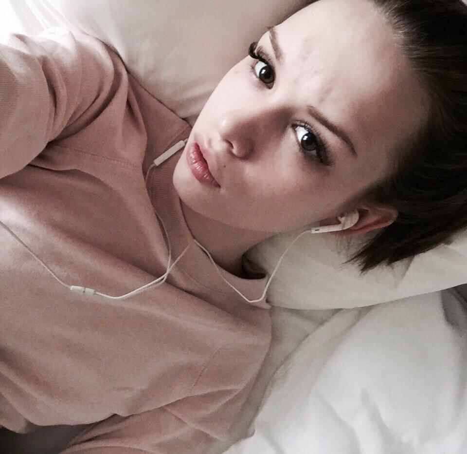Бухую Диану Шурыгину трахают на квартире  бесплатное порно