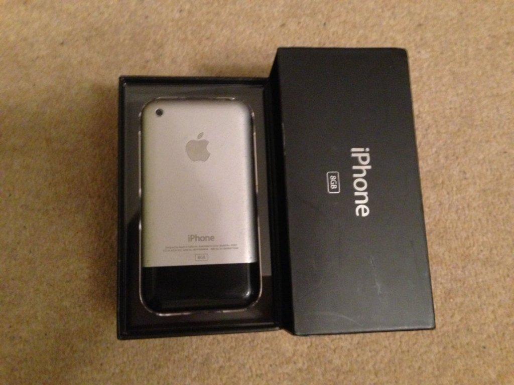 На eBay продается самый первый iPhone за 19,5 тысяч долларов