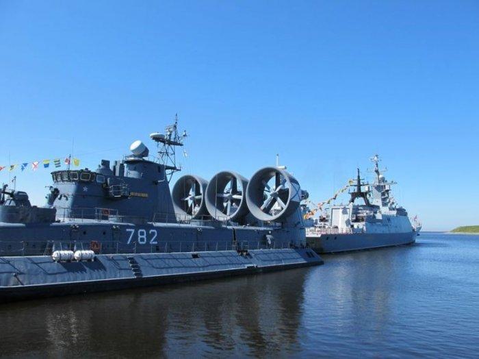 ВПетербурге открылся 8-ой международный военно-морской салон