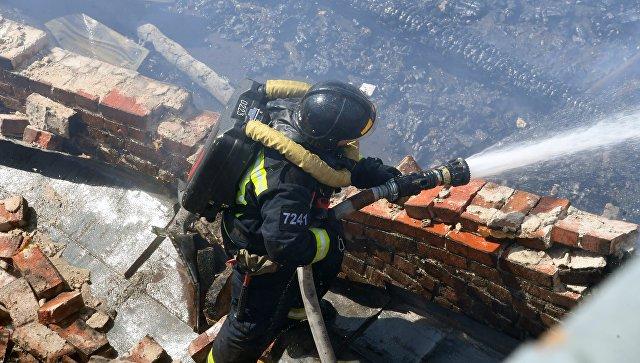 Пожар назаводе: 200 кв. метров впламени