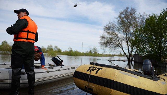 Моторная лодка перевернулась наозере вЯНАО, погибли два человека