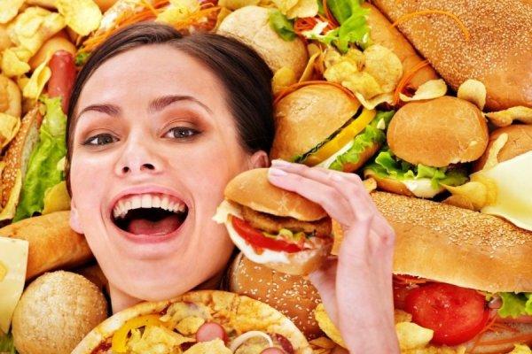 Ученые: Жирная еда делает людей счасливыми