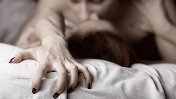 Ученые назвали настоящую причину стонов женщины во время секса