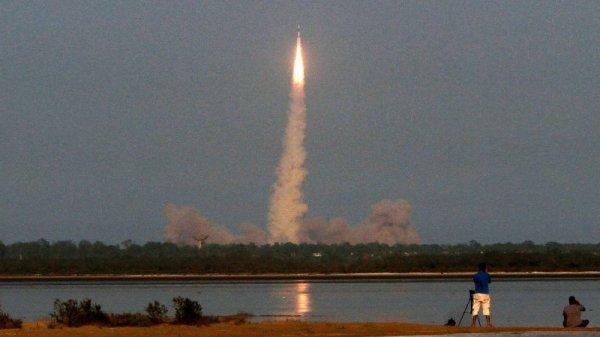 Индия вывела на орбиту ракету-носитель со спутником GSAT-19