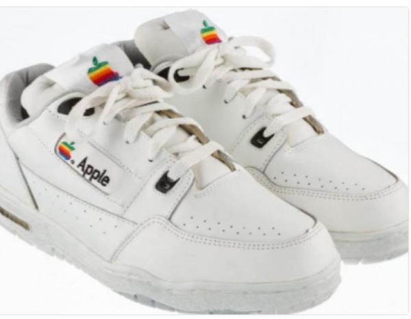 На eBay появились кроссовки Apple за 15 тысяч долларов