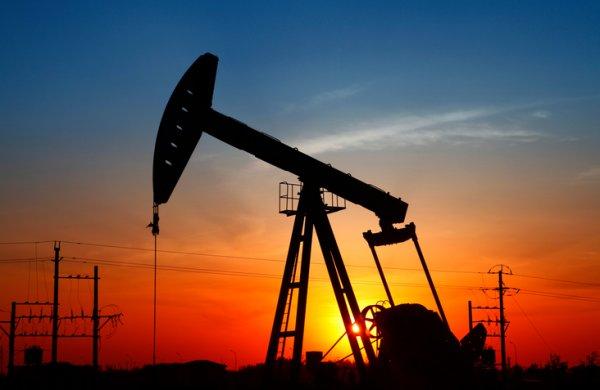 Нефть немного подорожала на фоне снижения добычи в США