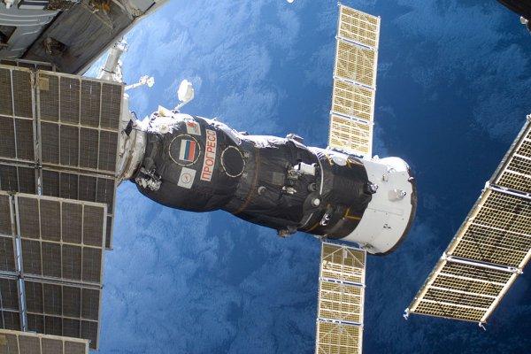 «Прогресс» доставит на МКС колбаски, хрен и аджику
