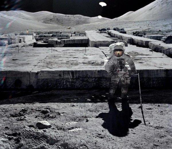 НЛО случайно попал в кадр во время съемок Луны