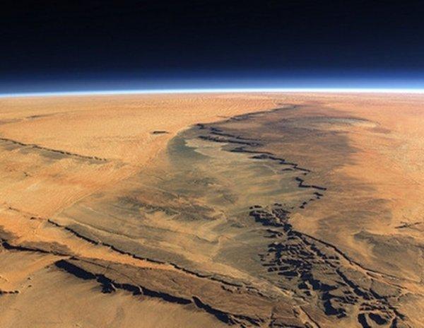 Колонизация Красной планеты: Возможно ли заселить Марс