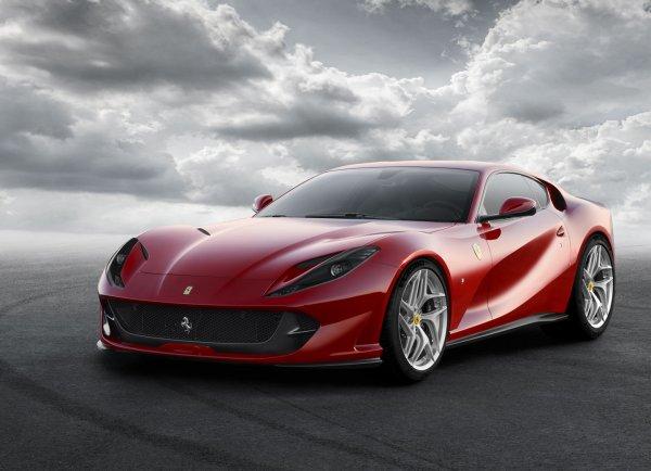 Мотор суперкара Ferrari 812 Superfast генерирует 789 лошадиных сил